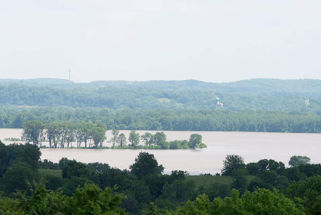 The Missouri River water level between Mokane and Steedman rose
