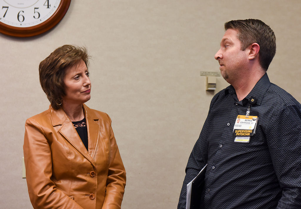 Congresswoman Vicky Hartzler speaks with Supervising Physician Bernie Eskridge