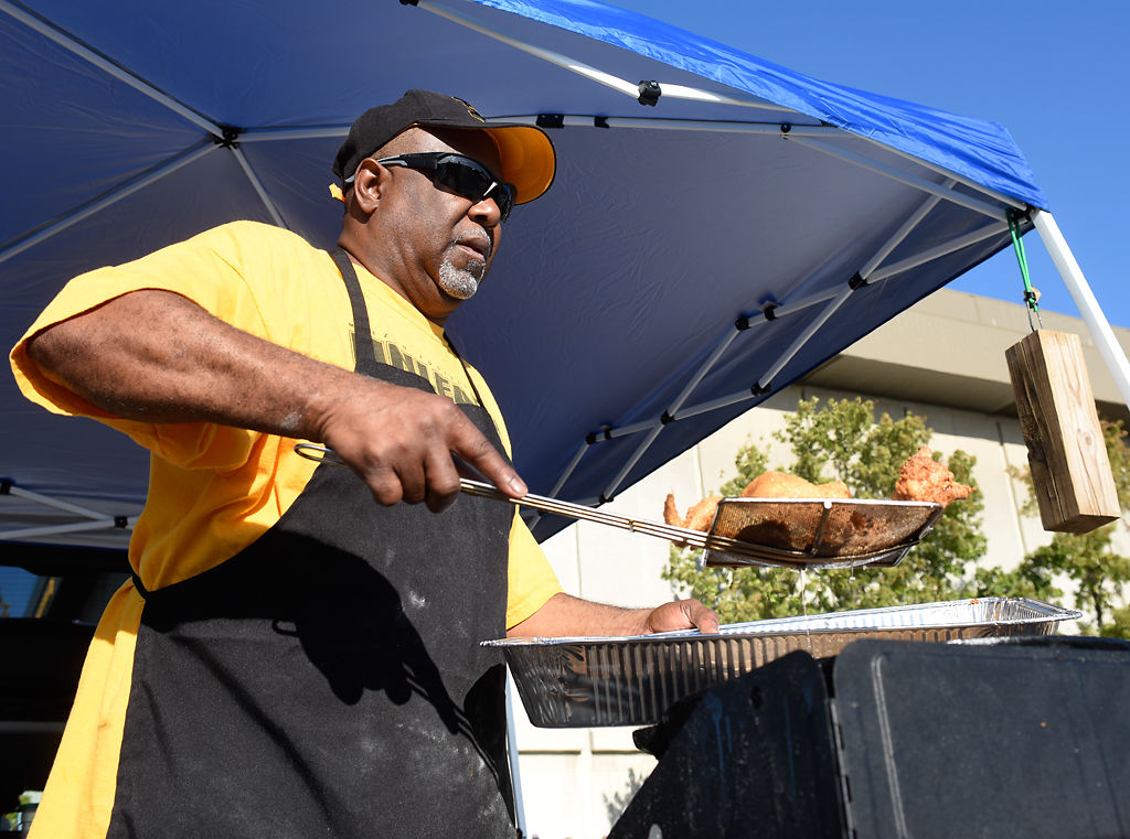 Tailgating reigns supreme at Homecoming game & Tailgating reigns supreme at Homecoming game | Mizzou Football ...