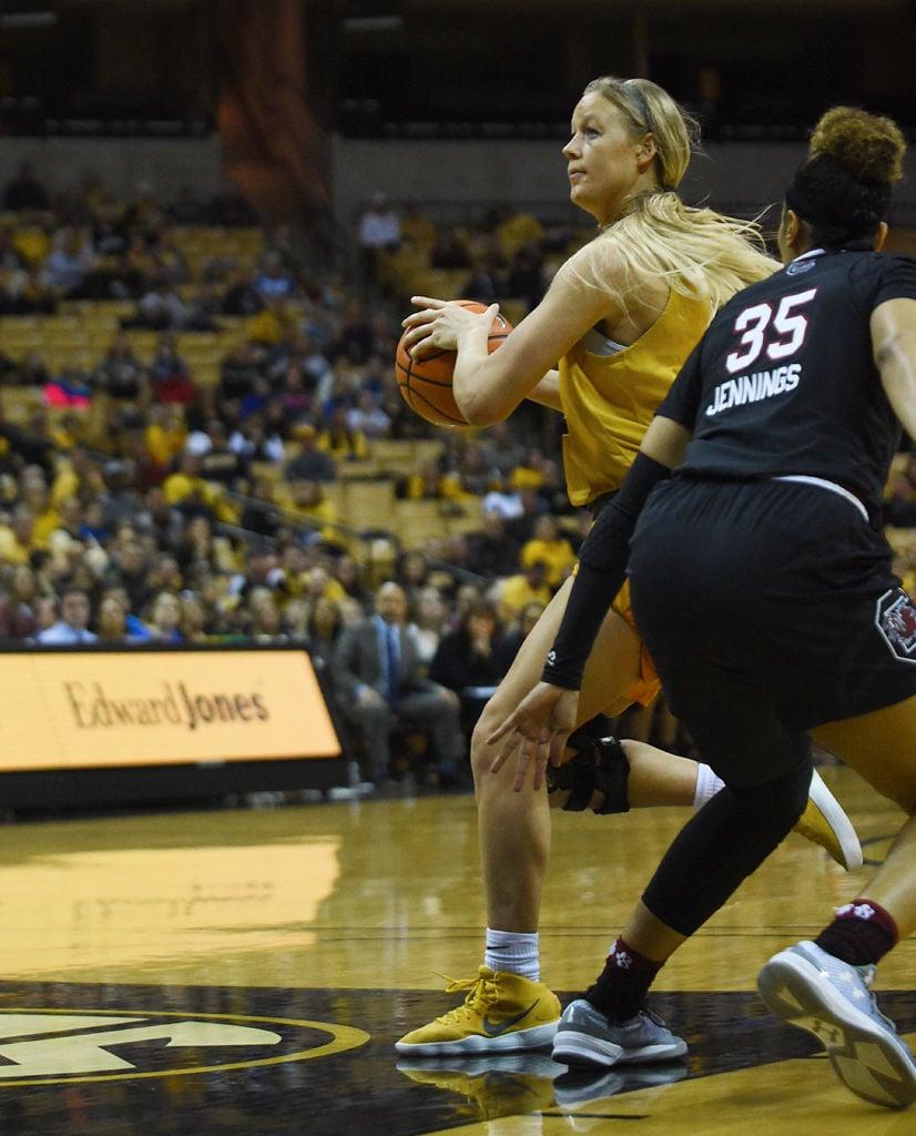 Sophie Cunningham breaks away Cunningham carries No