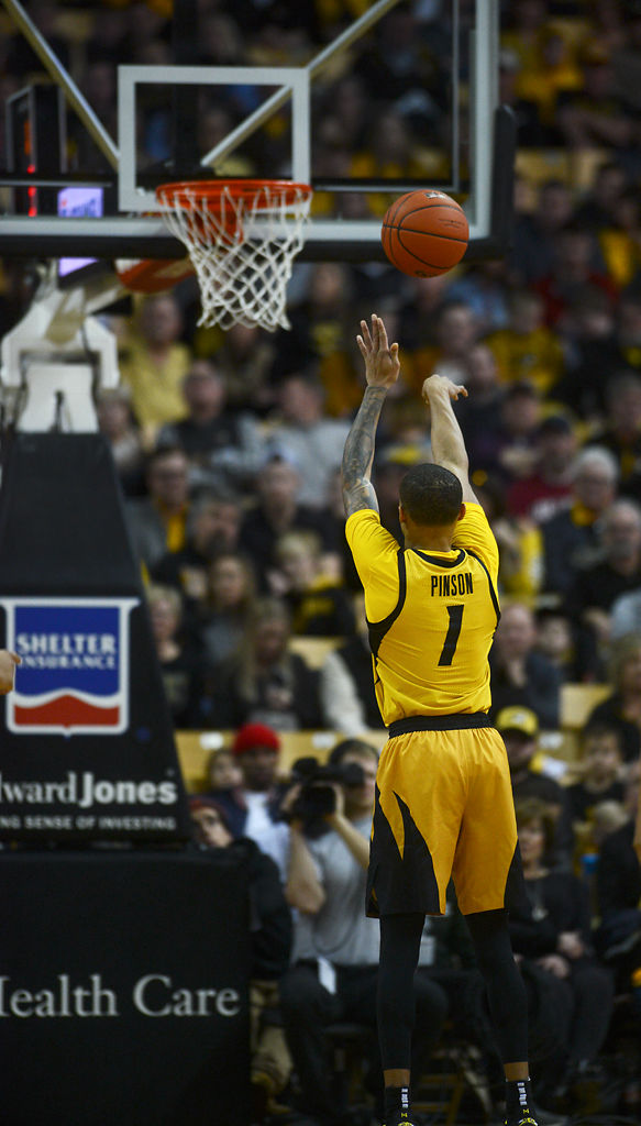 Missouri guard Xavier Pinson shoots a free throw