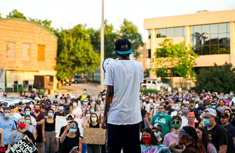 Kirubel Mesfin speaks to a crowd of protesters