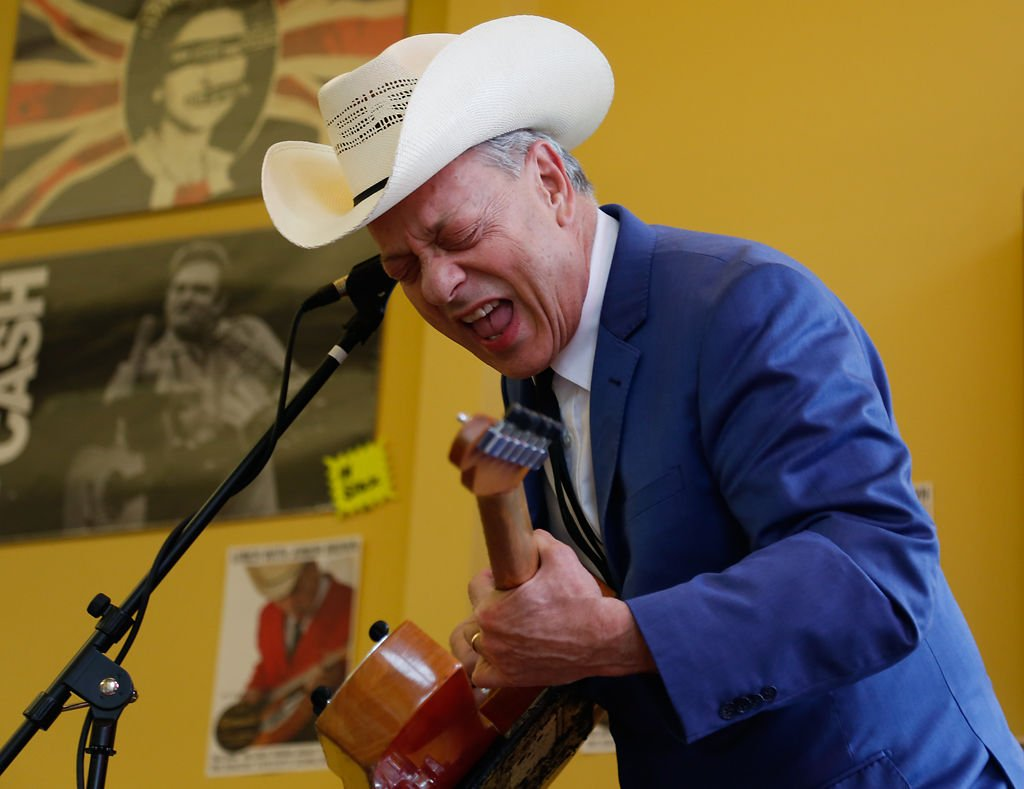 Photo Gallery Junior Brown Performs Free Show Before Blue