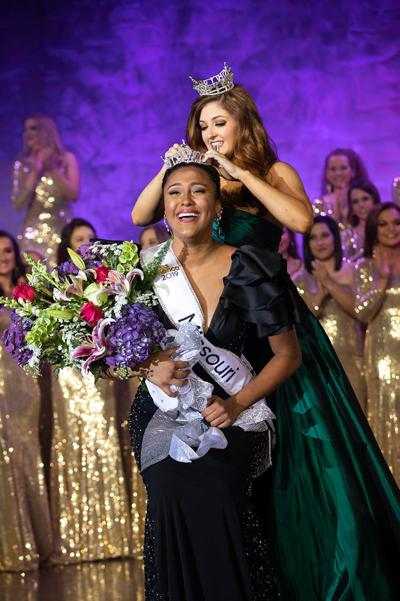 Miss Missouri 2019 Simone Esters is crowned