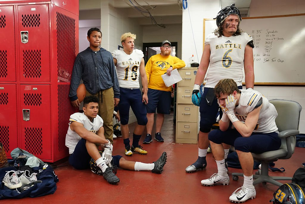 Battle's defensive players Isaak Smith, Lorenzo Borsari, Chase Anderson, and Tommy Atherton, gather in the locker room at halftime