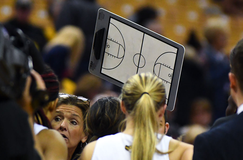 Missouri head coach Robin Pingeton calls for a time out