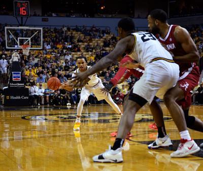 Missouri's Xavier Pinson, back, passes the ball to Jeremiah Tilmon Jr.