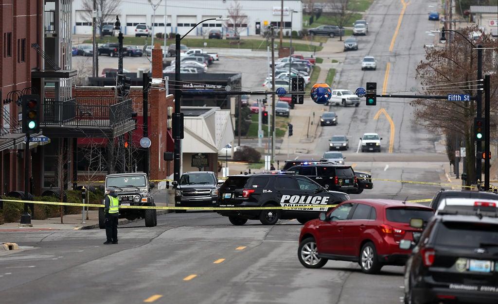 Columbia Police shut down traffic on Walnut Street
