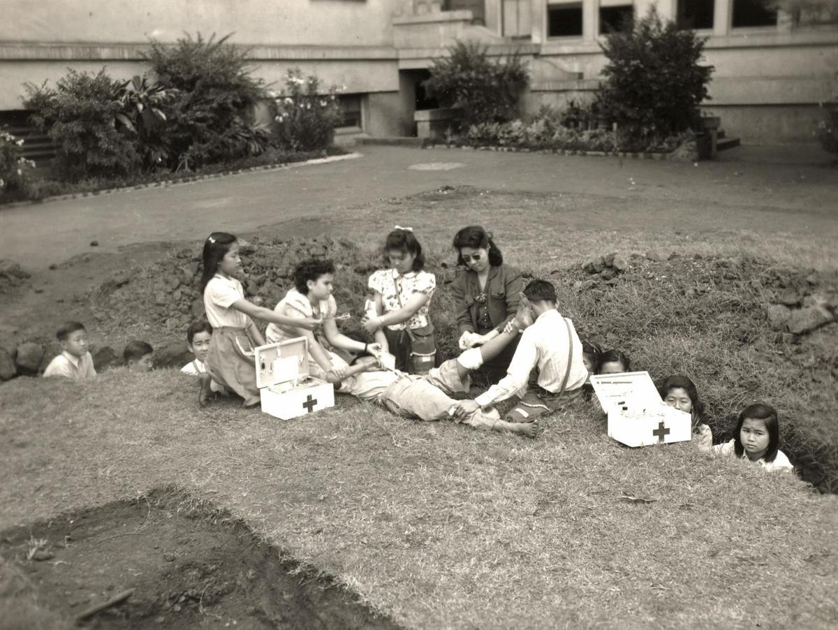 Students are taught first aid in 1942