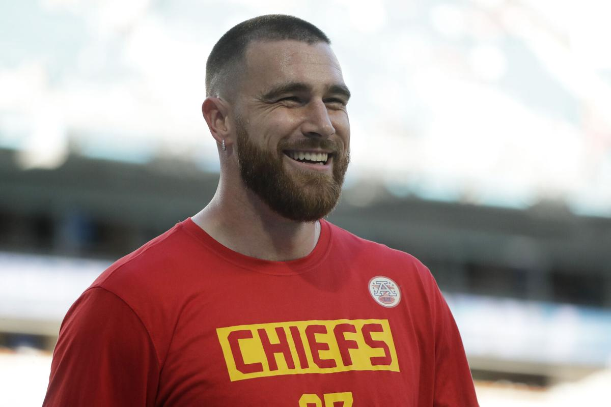 Chiefs keep gambling by doling out another big-money deal