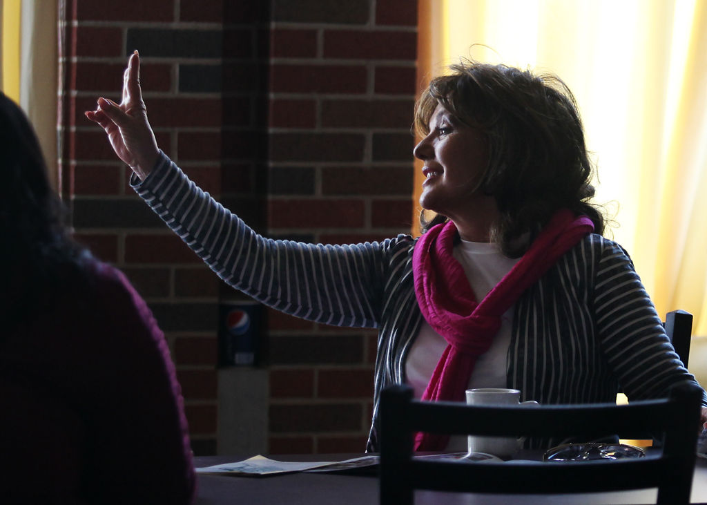 Dawn Wells visits Stephens College, talks about role as Mary