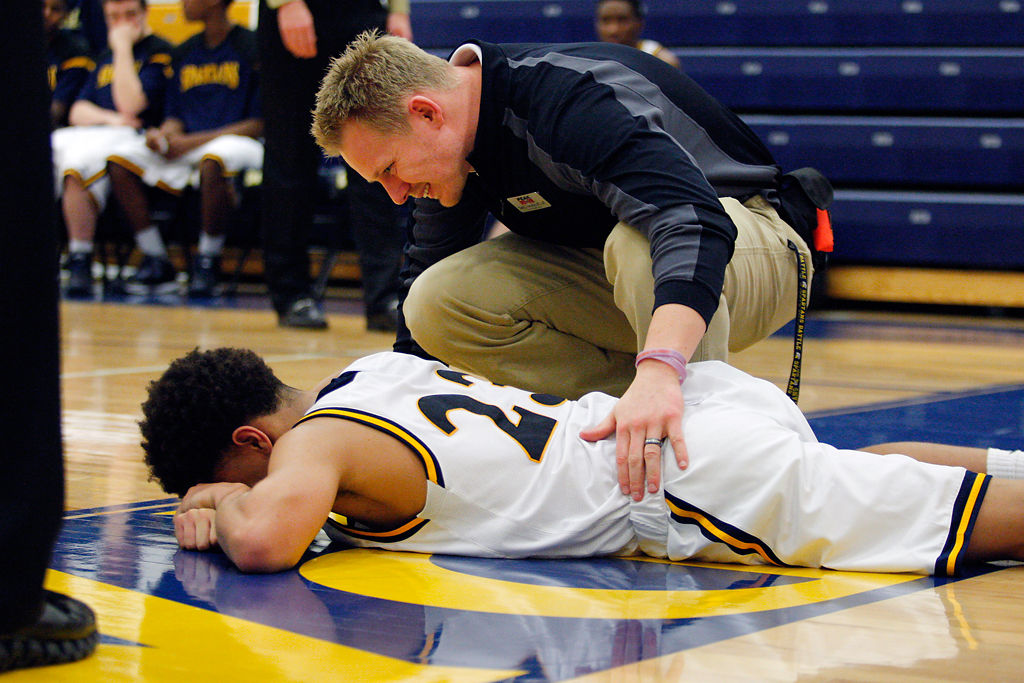 Battle boys basketball snaps losing streak with win over Blair Oaks
