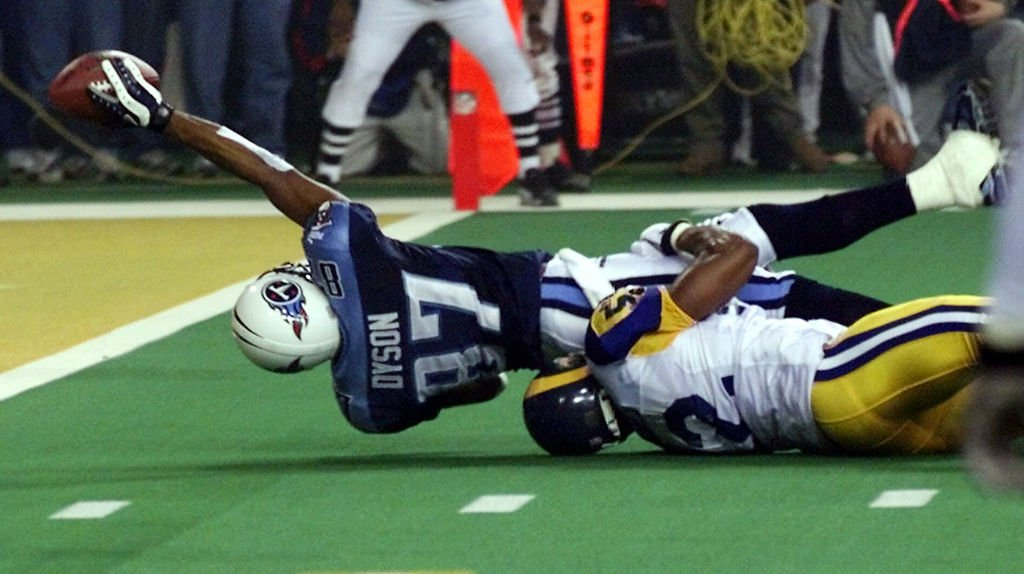 Mike Jones tackles Kevin Dyson on the final play of Super Bowl XXXIV