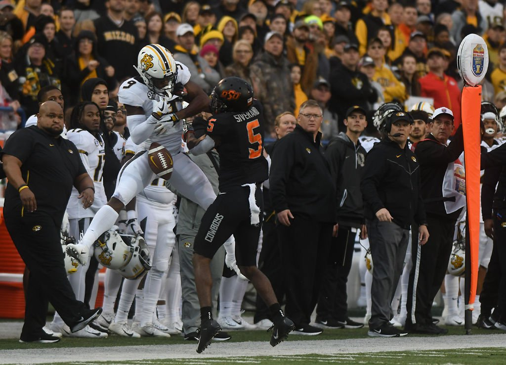 Missouri wide receiver Jalen Knox drops a pass thrown by quarterback Drew Lock
