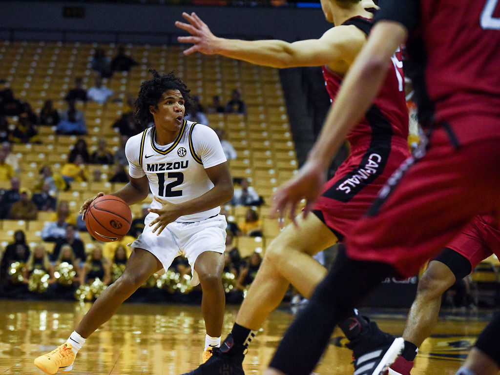 Missouri guard Dru Smith looks to pass the ball