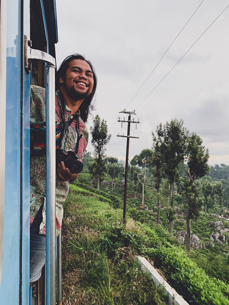 Elijah Solidum is hanging out of Sri Lanka's iconic blue train