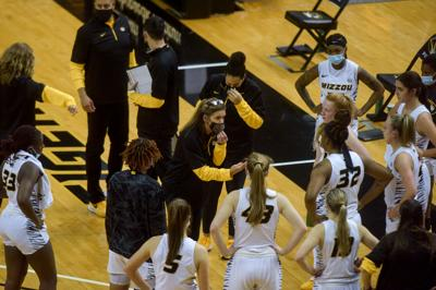 Missouri women's basketball coach Robin Pingeton talks to the team during a time-out (copy)