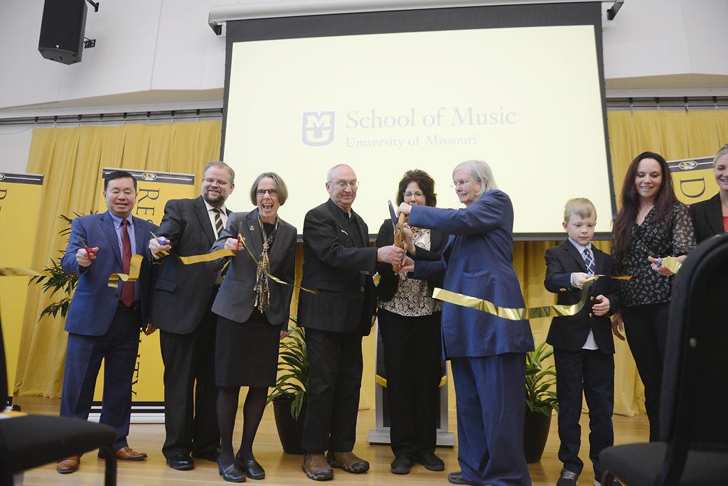 Mun Choi, Alexander Cartwright, Pat Okker, Rex Sinquefield, Julia Gaines, Jeanne Sinquefield, Logan Sinquefield and Katie Sinquefield cut the ribbon