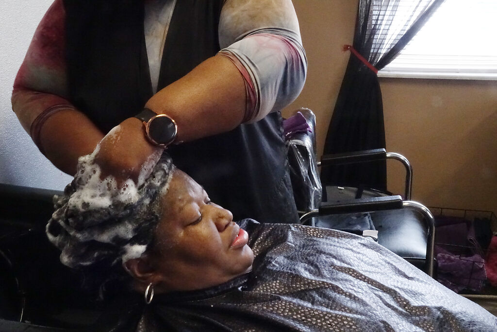 Barbara Prince washes Chanel Allen's hair
