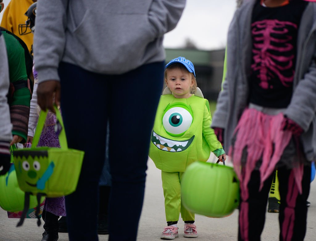 trunk or treat brings competition to halloween at battle elementary
