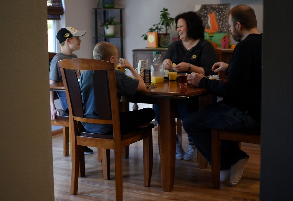 Amy Adam has breakfast with her family on Saturday