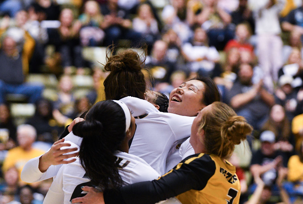 Sun Wenting celebrates with her teammates