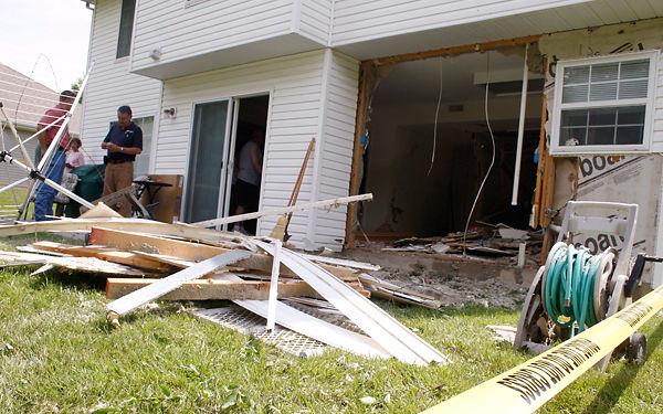 Update Suv Crashes Into Columbia Family S Kitchen News