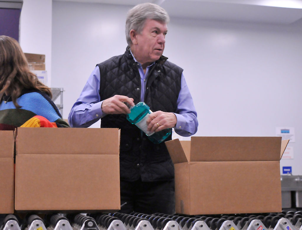 Sen. Roy Blunt helps put together care packages for veterans