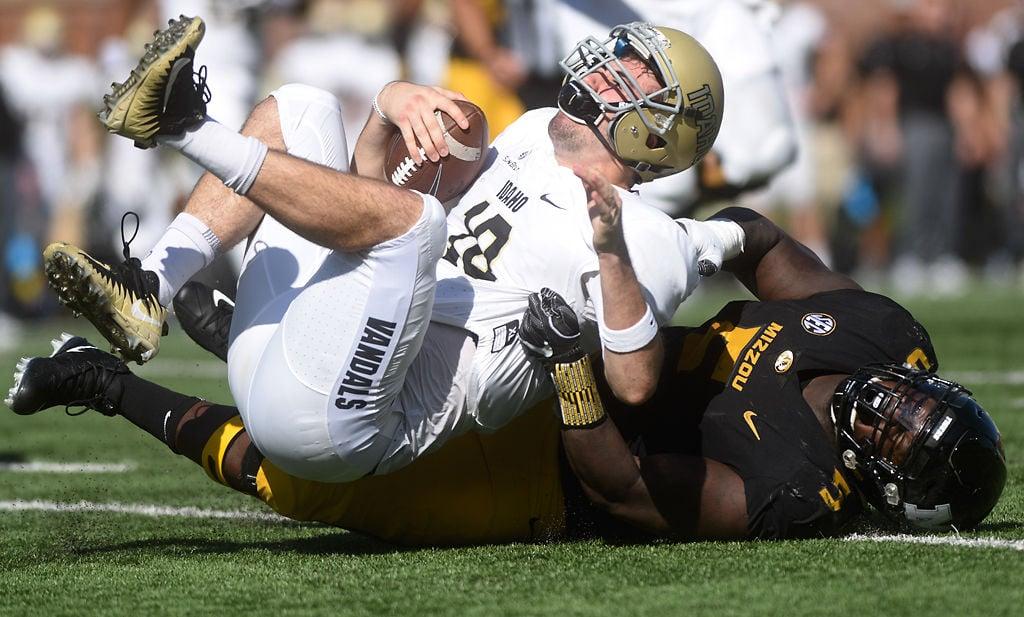 Missouri defensive lineman Terry Beckner Jr. sacks Idaho quarterback Matt Linehan