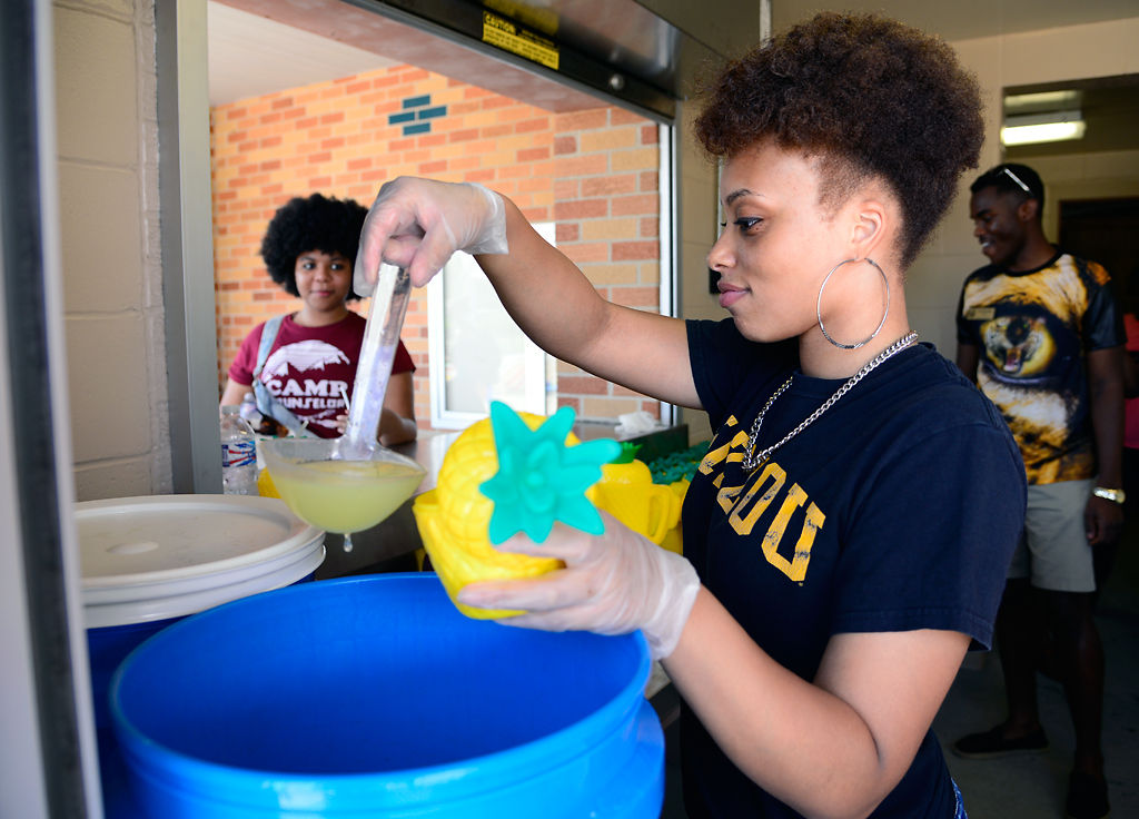 Terri Mathus pours lemonade into a cup