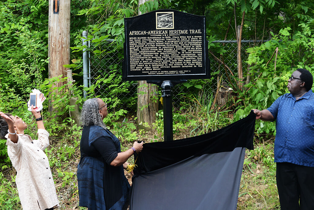 Barbra Horrell, Sheila Collins-Tippin and Alonzo Ballenger unveil the marker