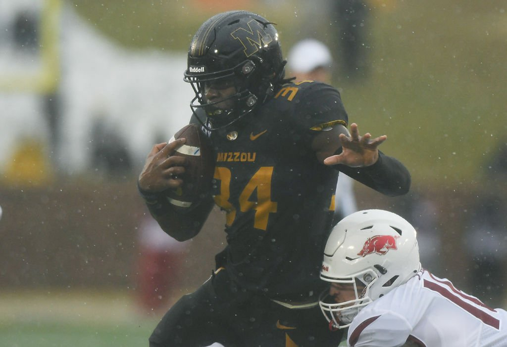 Missouri running back Larry Rountree III attempts to pull through an Arkansas tackle (copy)