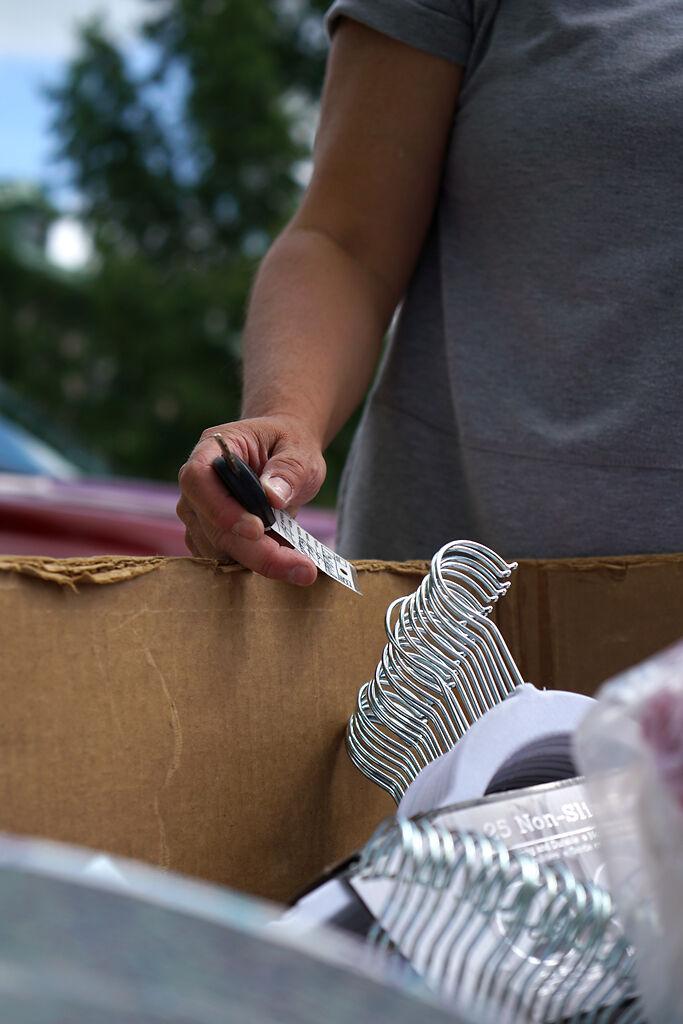 An MU freshman's mother puts belongings in a trolley