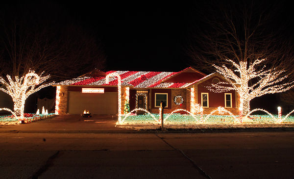 The Candy Cane Crib boasts more than 30,000 Christmas lights : News : columbiamissourian.com