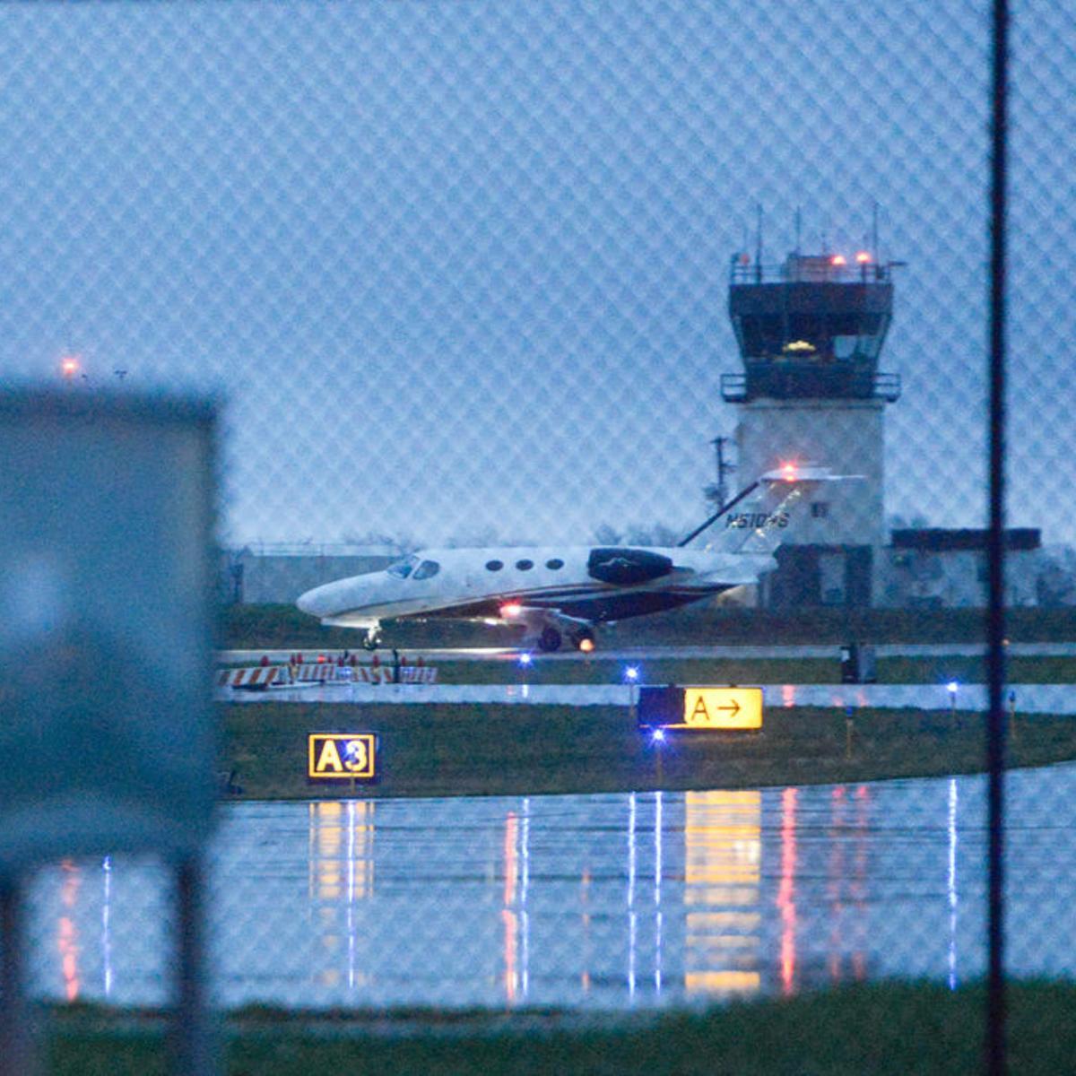 Flight delays plague an increasingly popular Columbia Regional Airport    Local   columbiamissourian.com