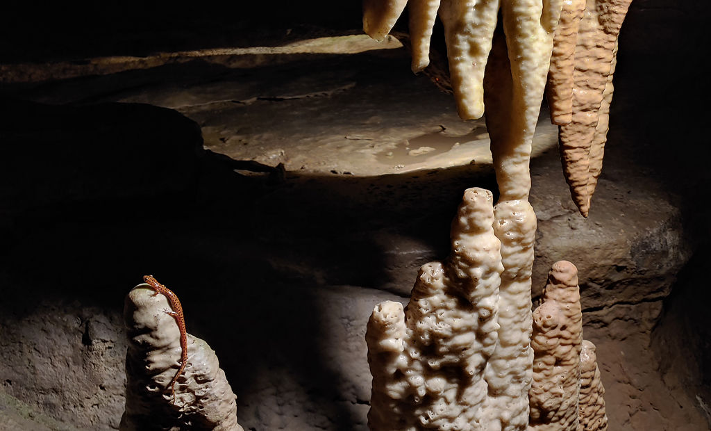 Bluff dwellers cave stalactites