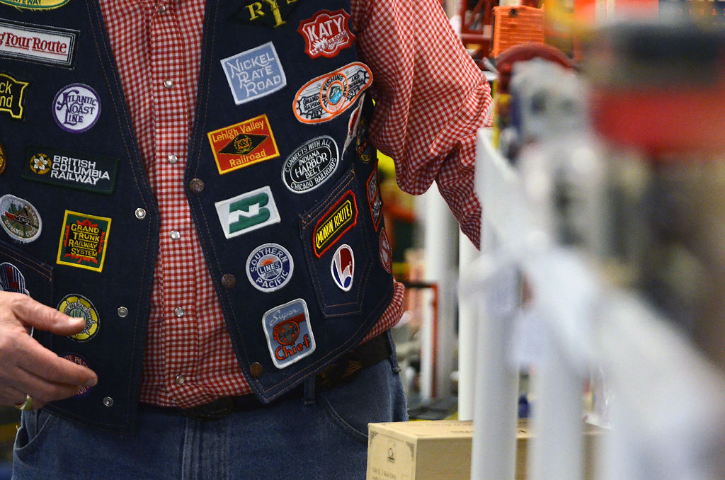 As model train collectors age, younger hobbyists harder to