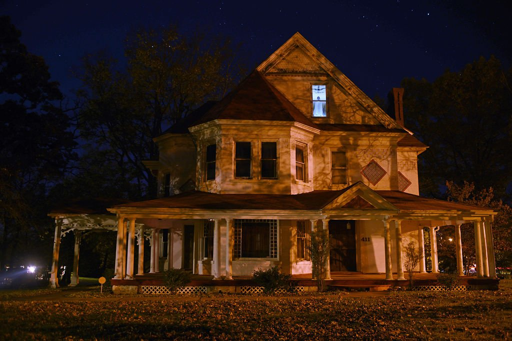 Haunted Eddie Munster S Macon Mansion Has An Eerie Past