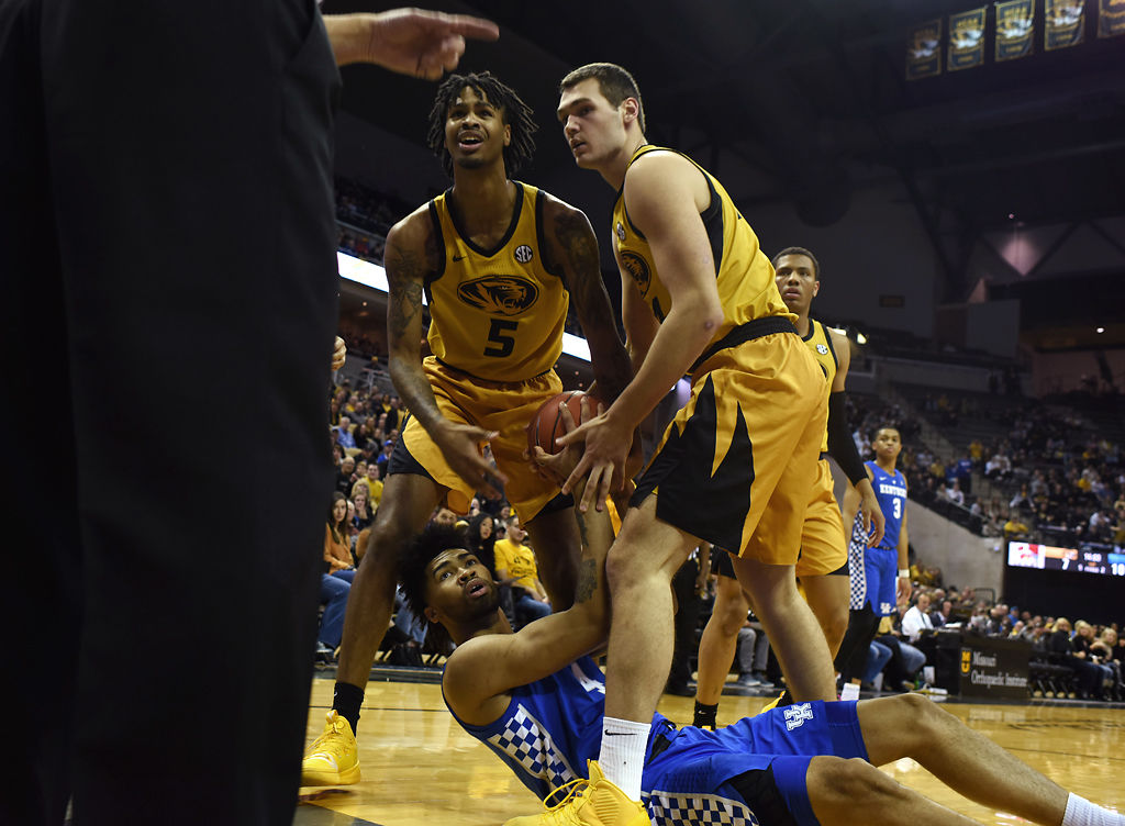 Mizzou Players Mitchell Smith Left And Reed Nikko Kentucky S Nick Richards Looks To A