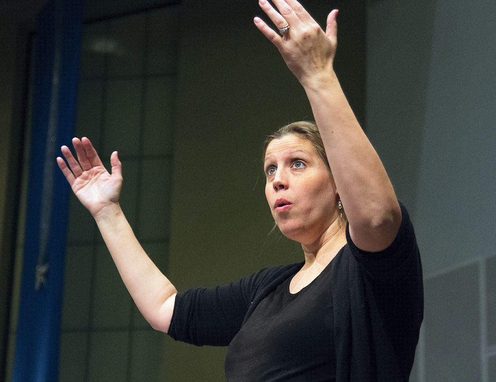 Emily Edgington Andrews conducts the Columbia Chorale