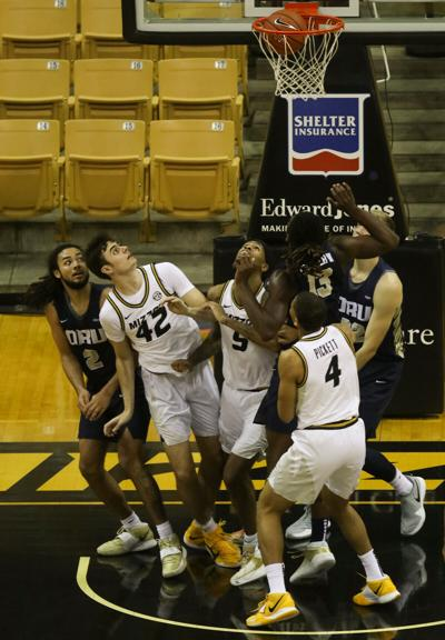 Missouri and Oral Roberts players look towards the hoop as the ball drops in (copy)