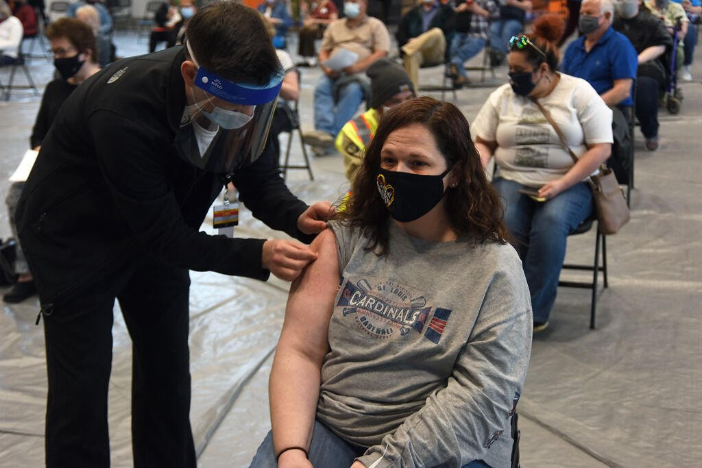 Randi Goforth receives her vaccine
