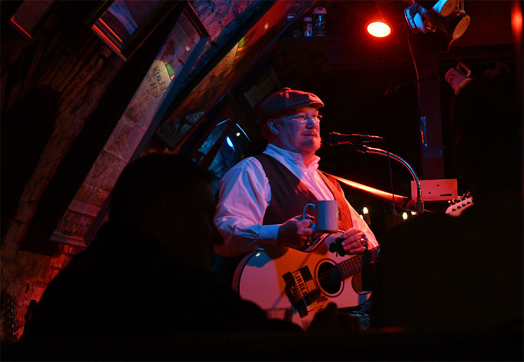 Bob Reeder performs