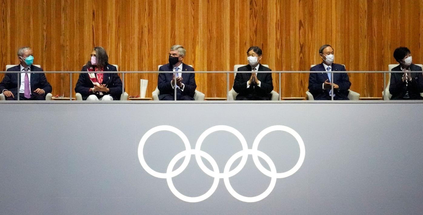 Emperor Naruhito sits alongside Thomas Bach