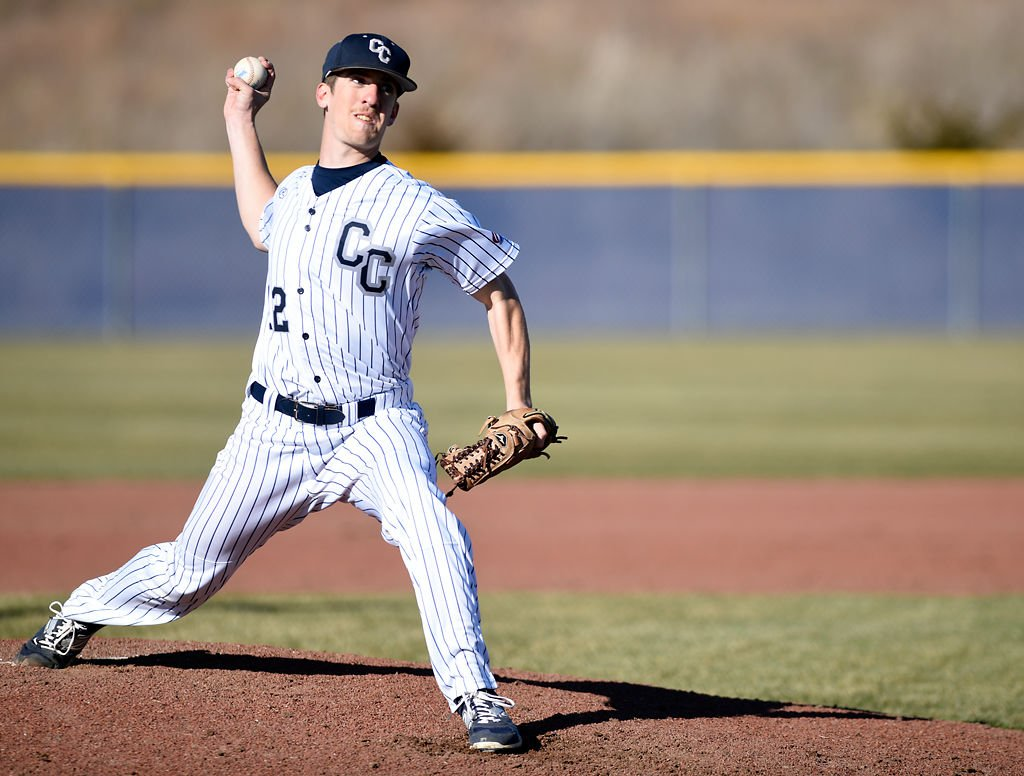 Zach Maskill pitches the ball