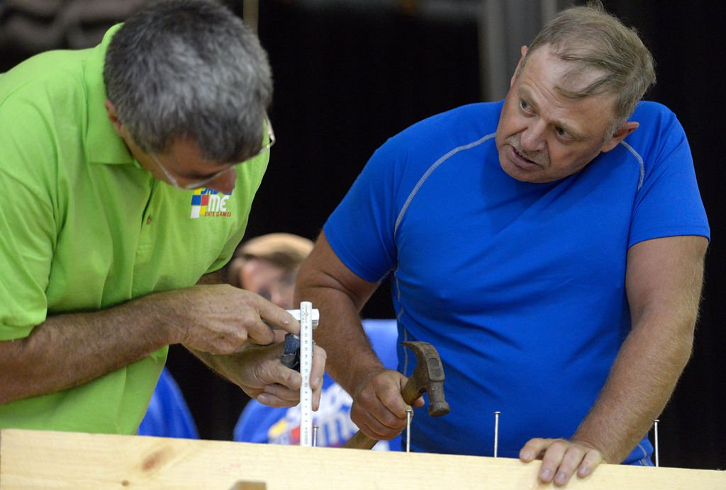 Steve Schmidt breaks Guinness World Record in teeth nail-pulling ...