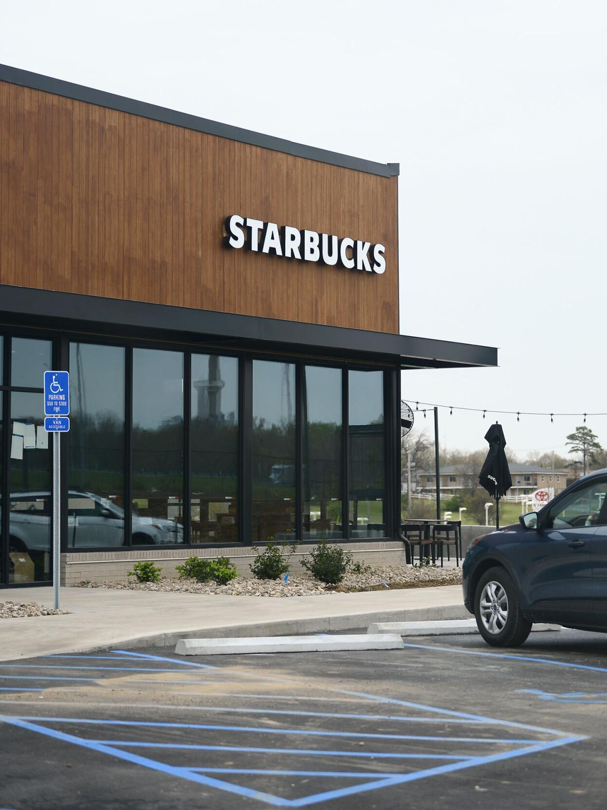 A new Starbucks location will open near Rangeline St. and Vandiver Dr.
