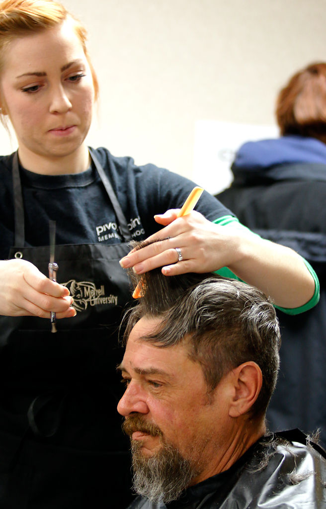 Homeless Get Haircuts Eyeglasses And More At Project Homeless