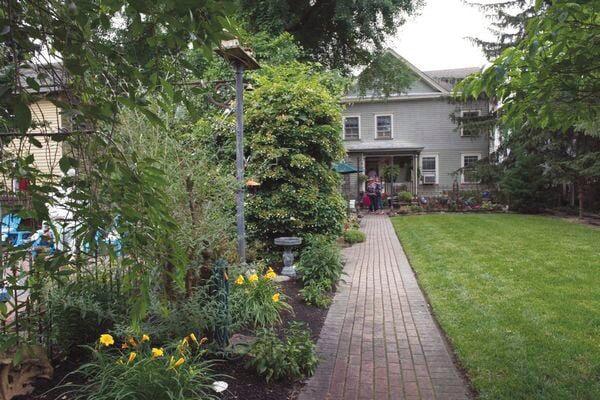 2021 06 609 Gardens