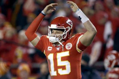 patrick mahomes arms up touchdown kansas city chiefs